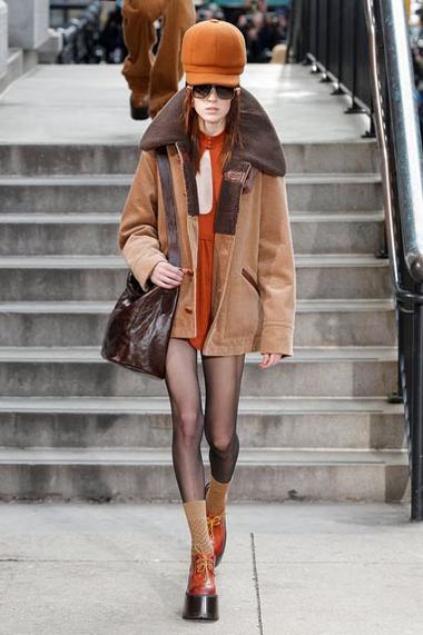 marc-jacobs-fw17-fall-winter-2017-18-outfit-collection (30)-sweater-sunglasses-hat