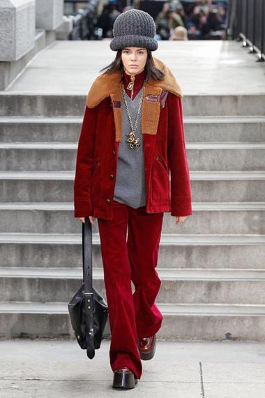 marc-jacobs-fw17-fall-winter-2017-18-outfit-collection (32)-red-coat-pant