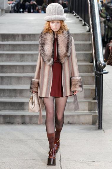 marc-jacobs-fw17-fall-winter-2017-18-outfit-collection (34)-dress-fur-details-bag
