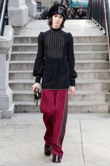 marc-jacobs-fw17-fall-winter-2017-18-outfit-collection (37)-long-top-pink-pant