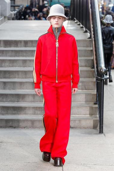 marc-jacobs-fw17-fall-winter-2017-18-outfit-collection (41)-red-pant-coat-hat
