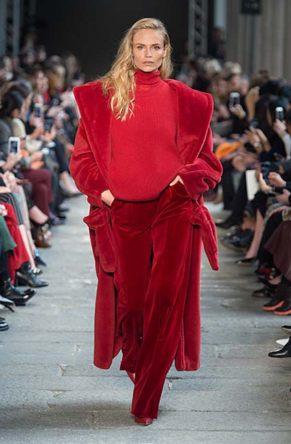 max-mara-fw17-rtw-fall-winter-2017-18-collection (1)-red-velvet