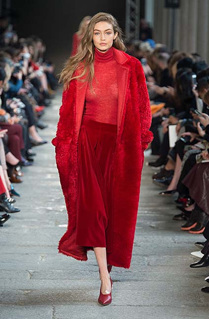 max-mara-fw17-rtw-fall-winter-2017-18-collection (2)-gigi-hadid-red