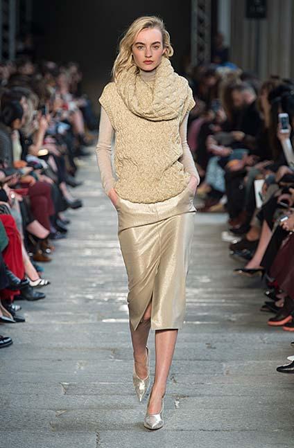 max-mara-fw17-rtw-fall-winter-2017-18-collection (25)-sweater-neckline