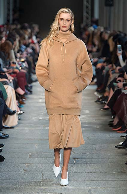 max-mara-fw17-rtw-fall-winter-2017-18-collection (32)-hoodie-shoes