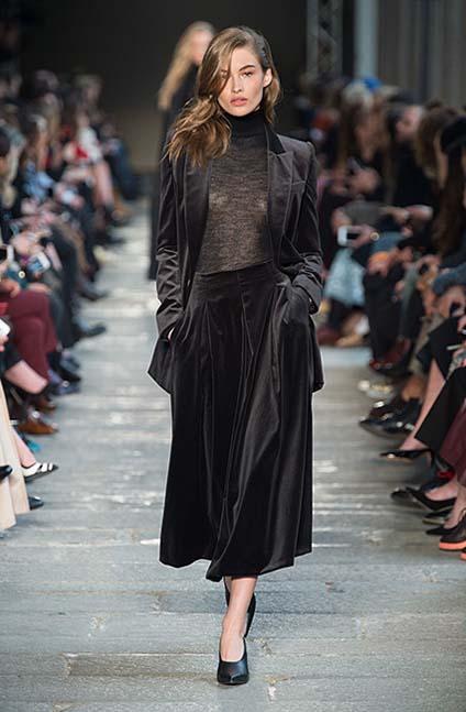 max-mara-fw17-rtw-fall-winter-2017-18-collection (35)-black-velvet-skirt