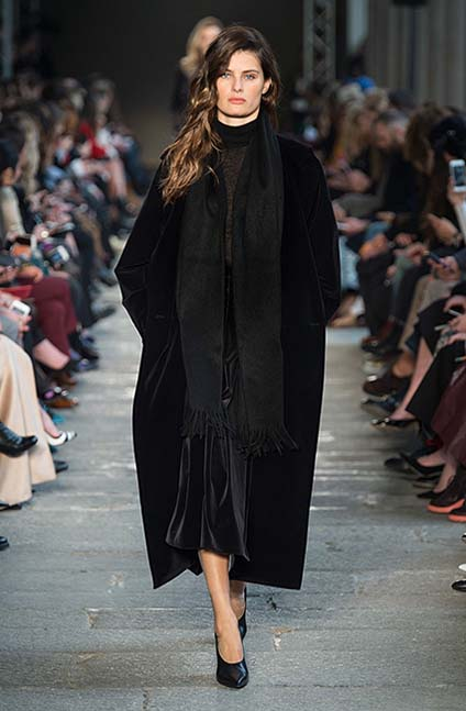 max-mara-fw17-rtw-fall-winter-2017-18-collection (39)-scarf-black-coat