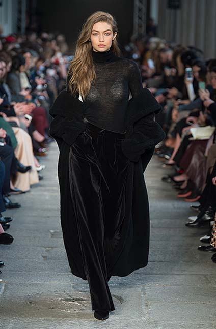 max-mara-fw17-rtw-fall-winter-2017-18-collection (42)-black-outfit-dress