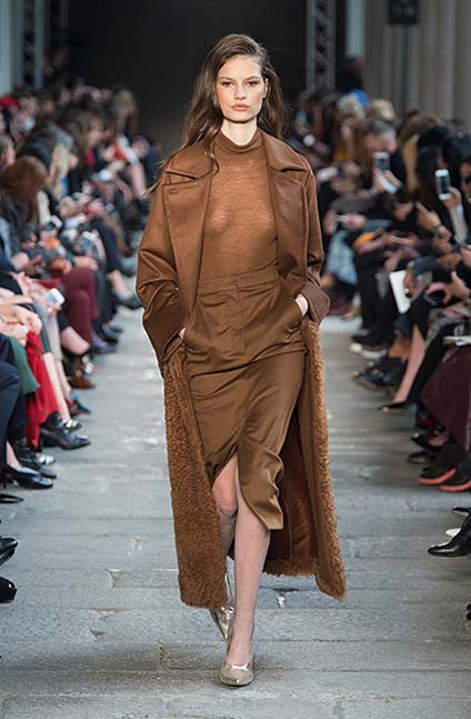 max-mara-fw17-rtw-fall-winter-2017-18-collection (7)-brown-slit-skirt