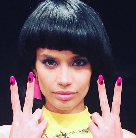 minimal-nail-art-pink-nail-paint-black-dot-latest-trends-2017-miss-pop