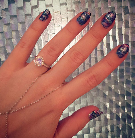 miss-pop-nail-art-trends-2017-latest-ideas-blue-wavy-nails