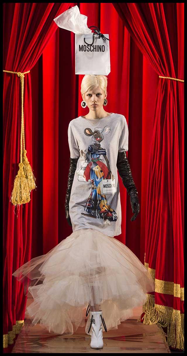 moschino-fw17-rtw-fall-winter-2017-dress-collection (1)-tshirt-dress-skirt