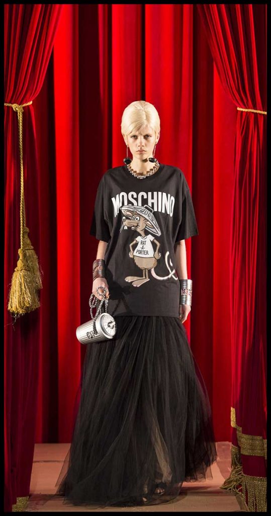 moschino-fw17-rtw-fall-winter-2017-dress-collection (10)-hairstyle-makeup-jewelry-bag