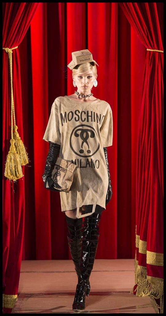 moschino-fw17-rtw-fall-winter-2017-dress-collection (4)-brown-tshirt-dress-hat