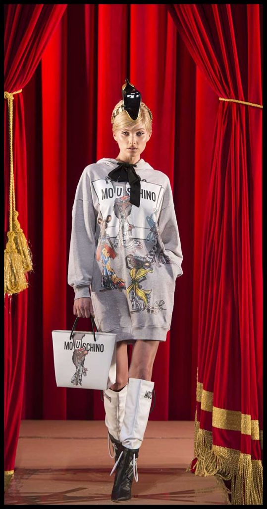 moschino-fw17-rtw-fall-winter-2017-dress-collection (7)-hoodie-boots-bag