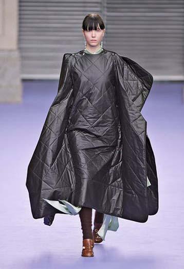 mulberry-fw17-rtw-fall-winter-2017-18-collection-20-black-vinyl-dress