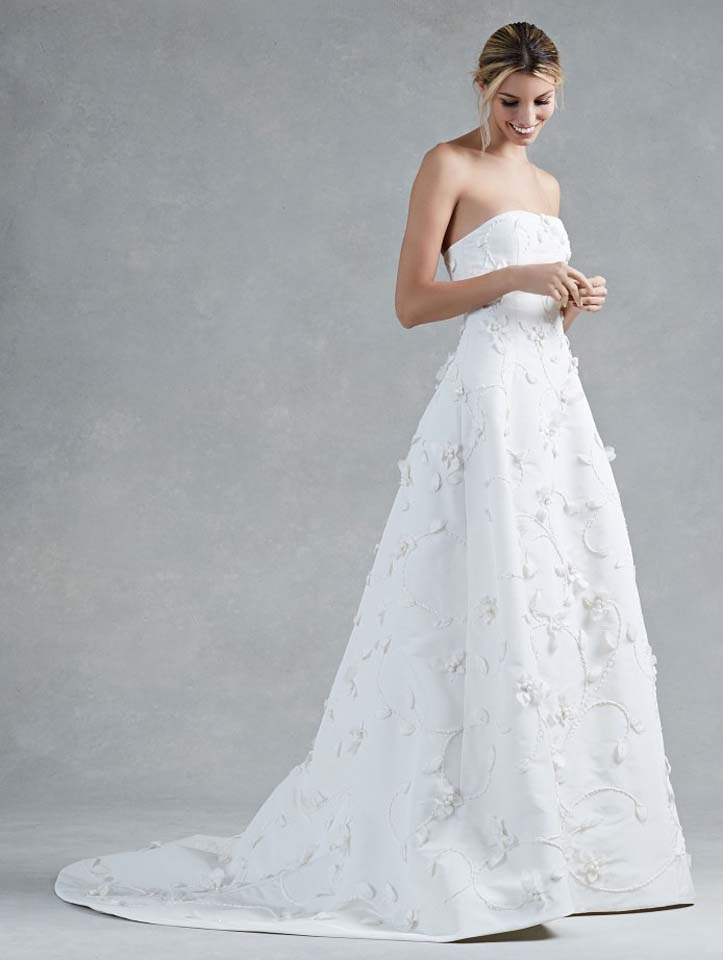 oscar-de-la-renta-fall-2017-f17-bridal-collection-(1)-white-off-the-shoulder-trail-gown