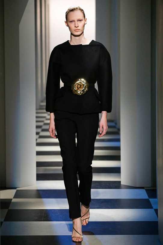 oscar-de-la-renta-fall-winter-2017-fw17-collection-1-all-black-outfit-belt