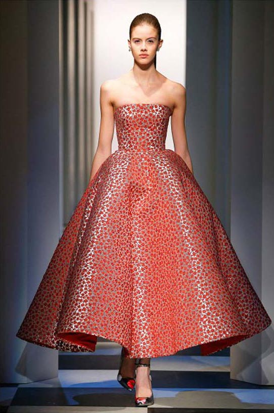 oscar-de-la-renta-fall-winter-2017-fw17-collection-12-red-prints-poofy-gown