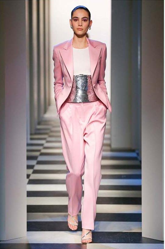 oscar-de-la-renta-fall-winter-2017-fw17-collection-16-pink-outfit-formal-silver-detail-top