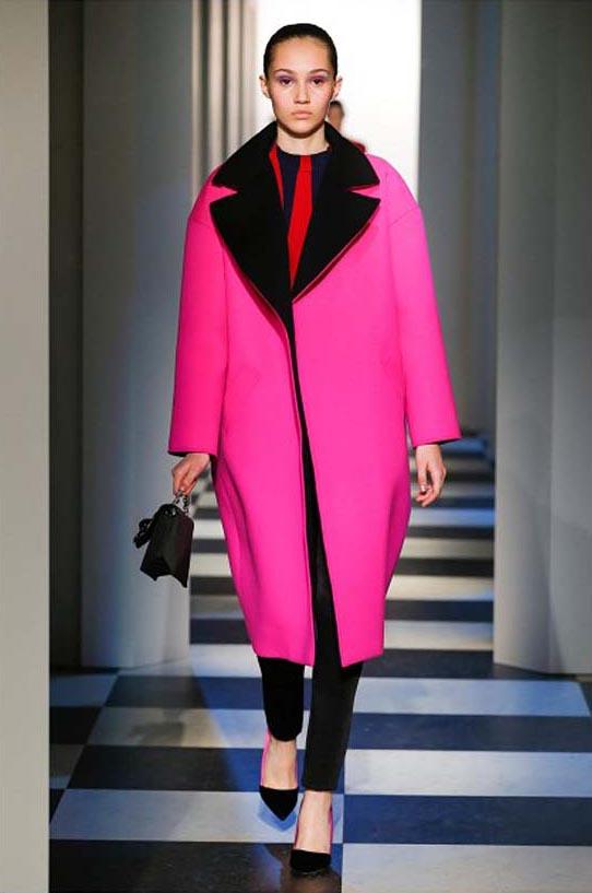 oscar-de-la-renta-fall-winter-2017-fw17-collection-23-pink-long-coat-black-details