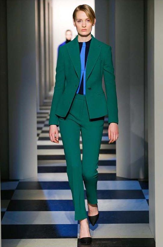 oscar-de-la-renta-fall-winter-2017-fw17-collection-25-green-suit-blue-details-top