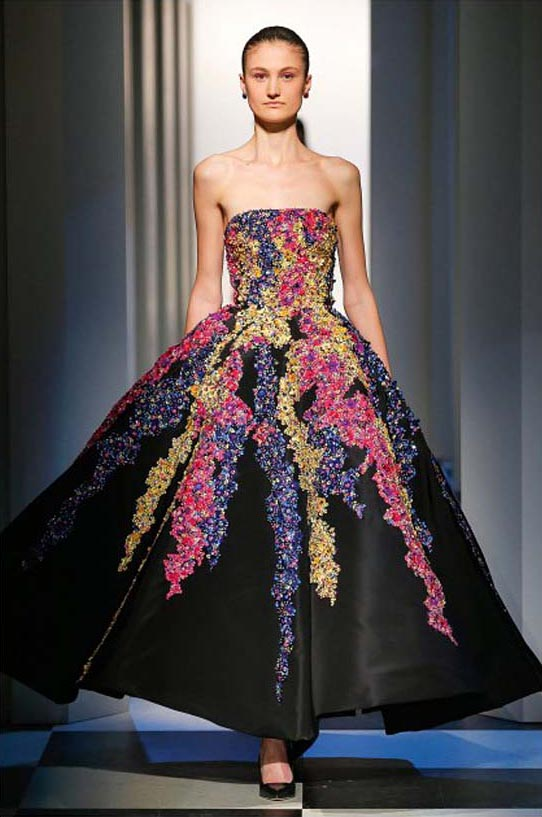 oscar-de-la-renta-fall-winter-2017-fw17-collection-28-black-poofy-gown-floral-prints