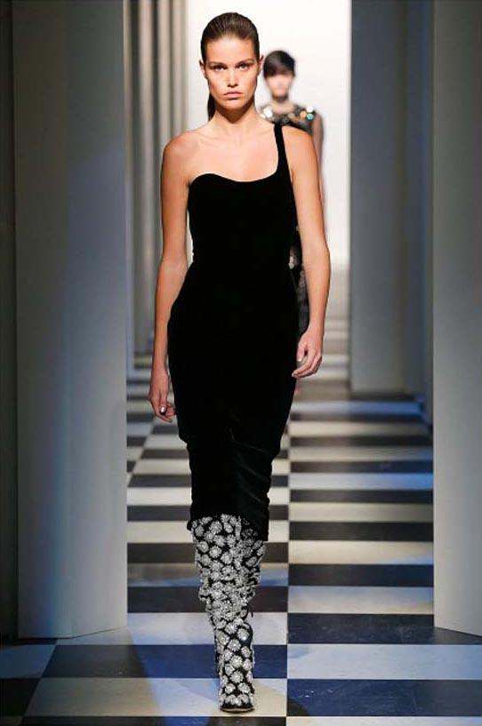 oscar-de-la-renta-fall-winter-2017-fw17-collection-40-black-top-printed-pant-booties