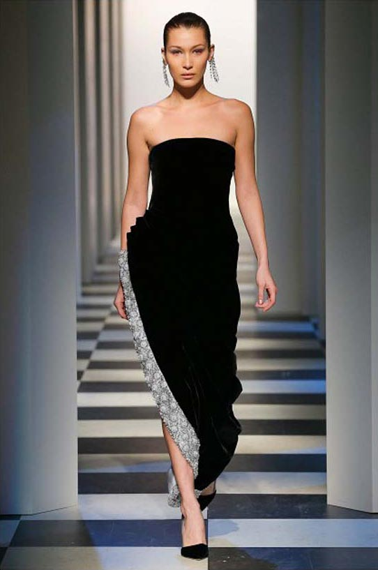 oscar-de-la-renta-fall-winter-2017-fw17-collection-49-black-gown-different-fabric-detail