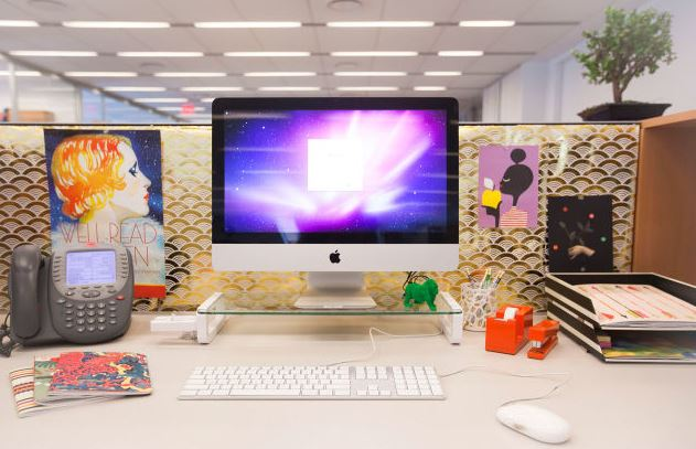 patterned-wallpapers-for-office-workstation-decor