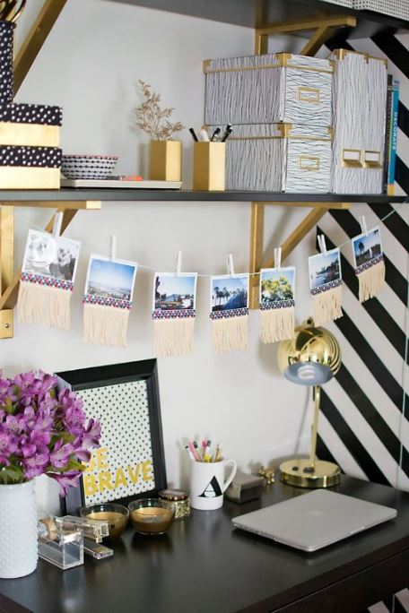 photos-workspace-workstation-decor-memories