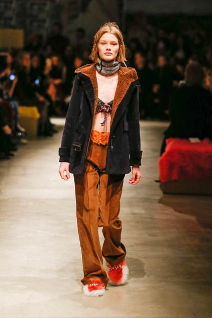 prada-fw17-rtw-fall-winter-2017-18-womenswear-collection (1)-brown-fue-slippers