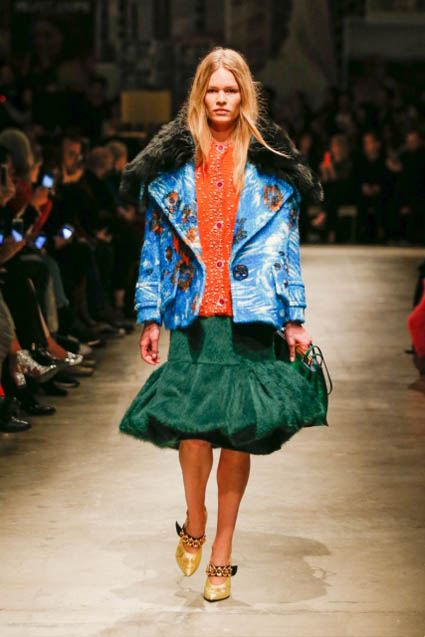 prada-fw17-rtw-fall-winter-2017-18-womenswear-collection (13)-green-velvet-skirt