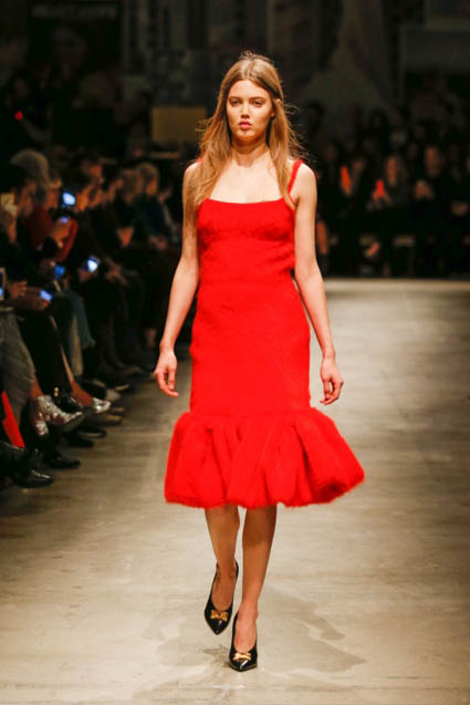 prada-fw17-rtw-fall-winter-2017-18-womenswear-collection (14)-red-dress