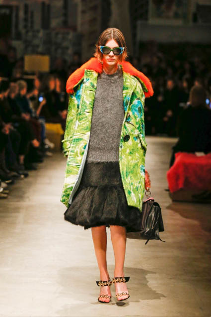 prada-fw17-rtw-fall-winter-2017-18-womenswear-collection (16)-green-coat-orange