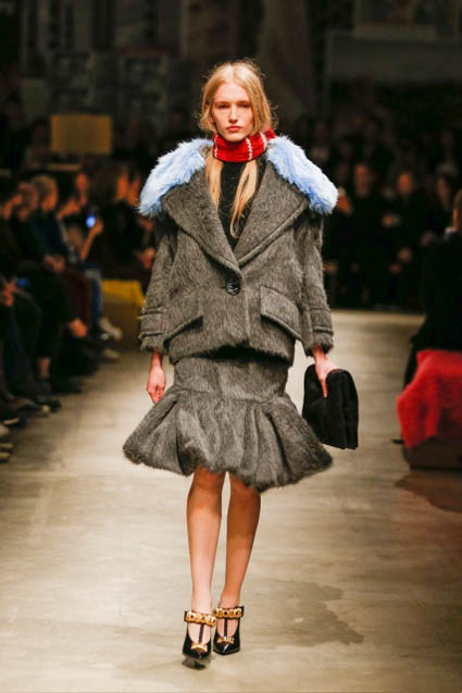 prada-fw17-rtw-fall-winter-2017-18-womenswear-collection (17)-grey-skirt
