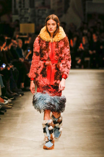 prada-fw17-rtw-fall-winter-2017-18-womenswear-collection (19)-red-coat