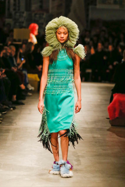 prada-fw17-rtw-fall-winter-2017-18-womenswear-collection (20)-green-dress
