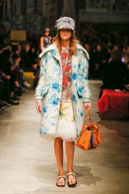 prada-fw17-rtw-fall-winter-2017-18-womenswear-collection (28)-coat-bag