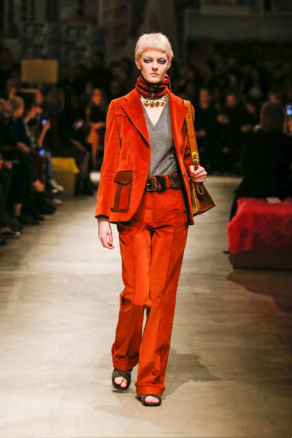 prada-fw17-rtw-fall-winter-2017-18-womenswear-collection (3)-red-suit