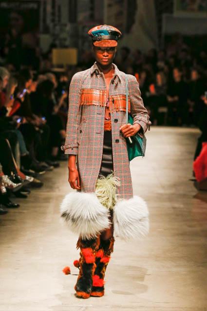 prada-fw17-rtw-fall-winter-2017-18-womenswear-collection (35)-coat-fur-bottom