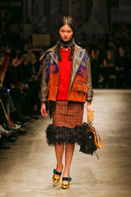 prada-fw17-rtw-fall-winter-2017-18-womenswear-collection (37)-checks-skirt-jacket