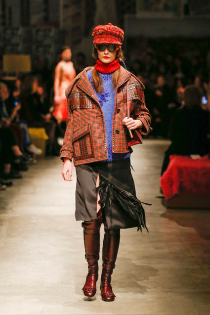prada-fw17-rtw-fall-winter-2017-18-womenswear-collection (38)-checks-coat-boots
