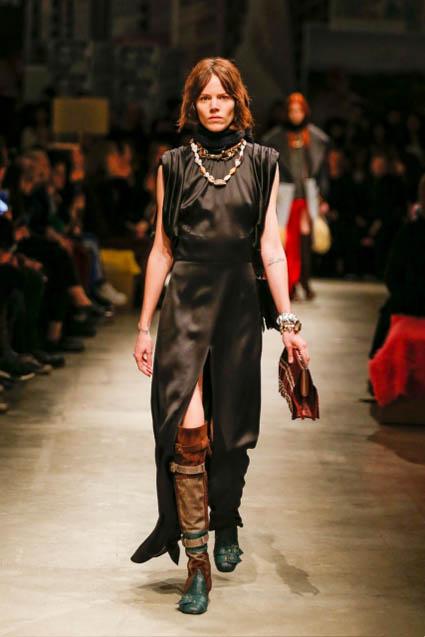 prada-fw17-rtw-fall-winter-2017-18-womenswear-collection (45)-black-leather-dress