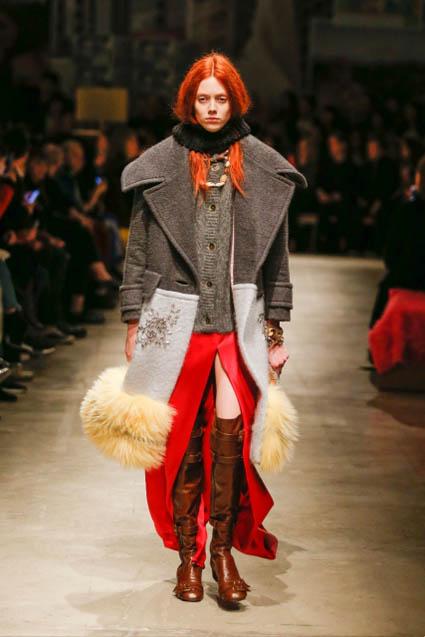 prada-fw17-rtw-fall-winter-2017-18-womenswear-collection (46)-red-high-slit