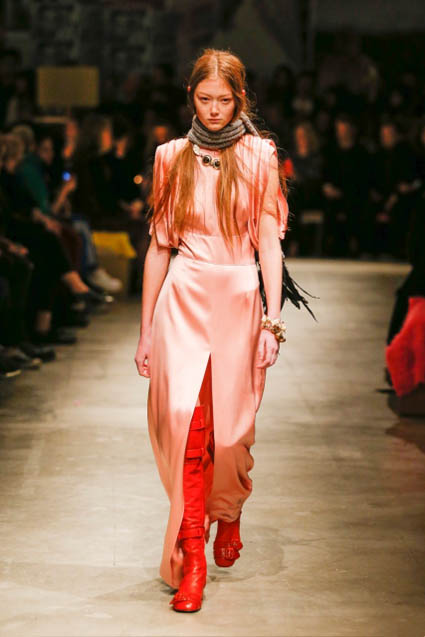 prada-fw17-rtw-fall-winter-2017-18-womenswear-collection (47)-pink-satin-high-slit