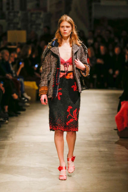 prada-fw17-rtw-fall-winter-2017-18-womenswear-collection (7)-skirt-design