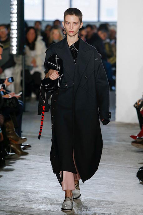 proenza-schouler-fw17-rtw-fall-winter-2017-18-collection (1)-black-coat