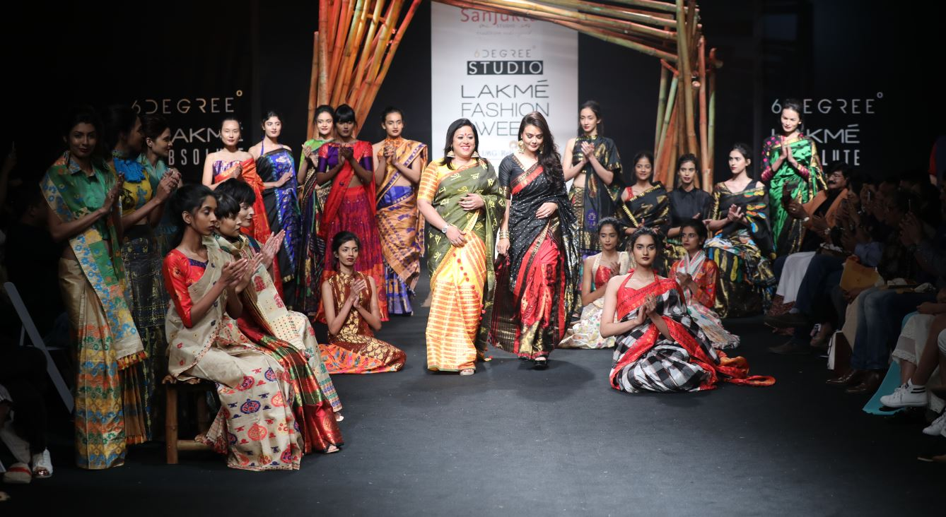 sanjukta-dutta-lfw-sr17-lakme-fashion-week-summer-resort-2017 (6)-showstopper--preity-zinta-designer-black-red-sari