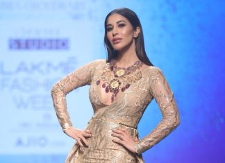 sophie-chaudhary-abha-choudhary-lakme-fashion-week-summer-resort-2017-showstopper
